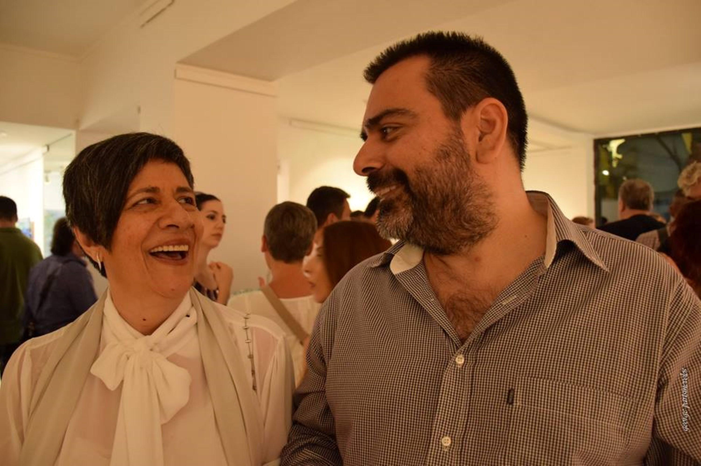 Η κ. Γωγώ Κολυβήρα υπεύθυνη της Dépôt art gallery και ο Δημήτρης Λαζάρου, υπεύθυνος οργάνωσης κι επικοινωνίας της έκθεσης