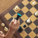 ΠΟΙΟ ΕΙΝΑΙ ΤΟ  ΓΚΑΜΠΙ ΤΗΣ ΒΑΣΙΛΙΣΣΑΣ – Queen's Gambit